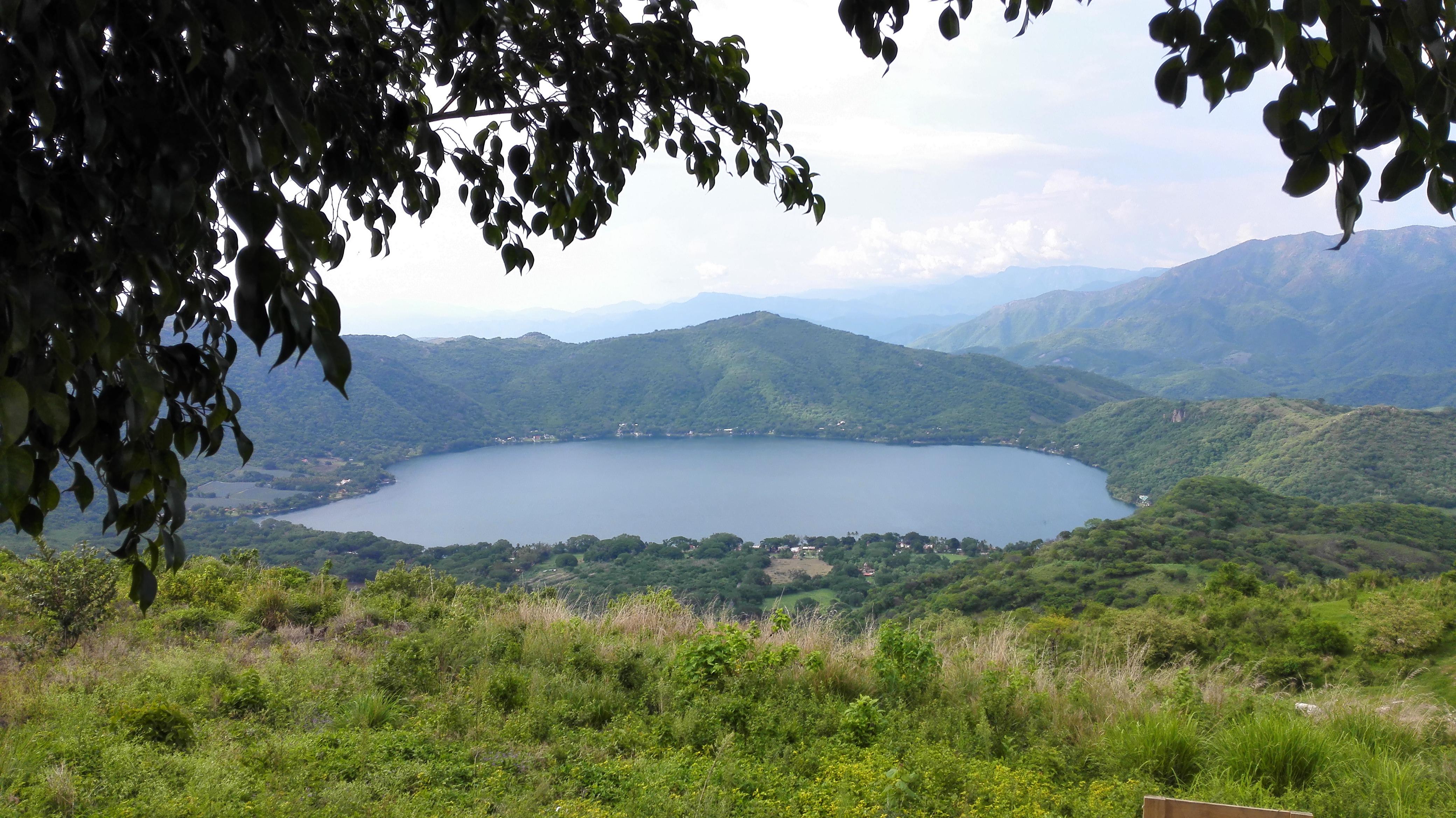 La laguna de Santa María del Oro vista desde el mirador